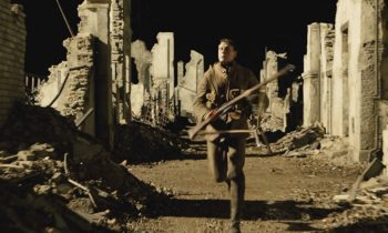 1917, crítica. Sam Mendes y Roger Deakins. Emoción en subterfugio.