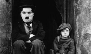 El chico, de Charlie Chaplin. Vean aquí la película.