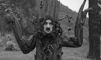 Shoulder Arms, de Charlie Chaplin. Vean aquí la película.