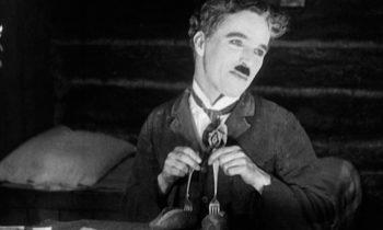 La quimera del oro, de Charlie Chaplin. Vean aquí la película.