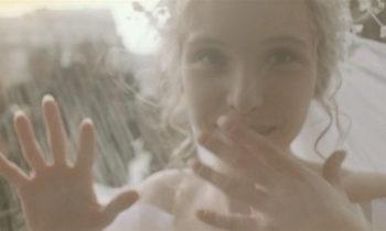 Tres colores: Blanco, de Krzysztof Kieslowski. Véanla aquí.