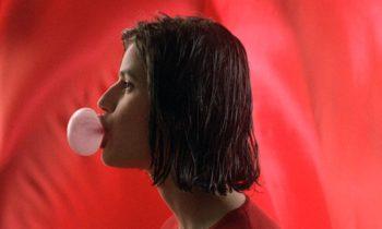 Tres colores: Rojo, de Krzysztof Kieslowski. Vean aquí la película.