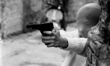 Shooting the Mafia, videocrítica. Vean aquí la película.